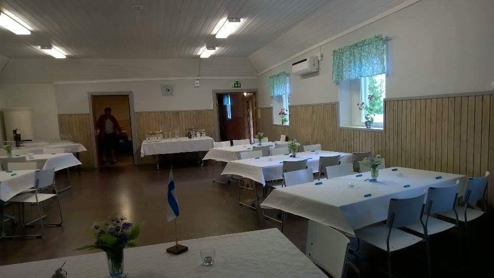 Riuttalan sali juhlakunnossa
